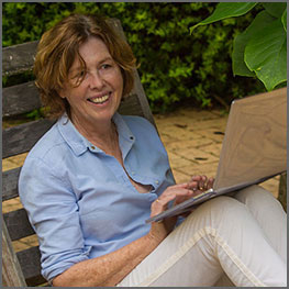 Australian author Barbara Toner commissioned a single page website design from Elizabeth Walsh